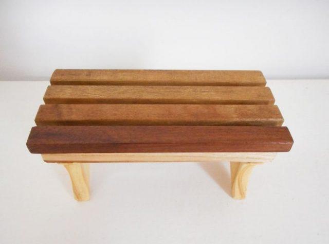 Mini banco de madeira - MIOLA DESIGN - ARTESANATO EM MADEIRA